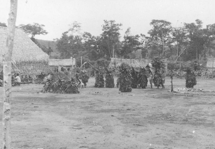 Danse funéraire du clan Ewaguddu