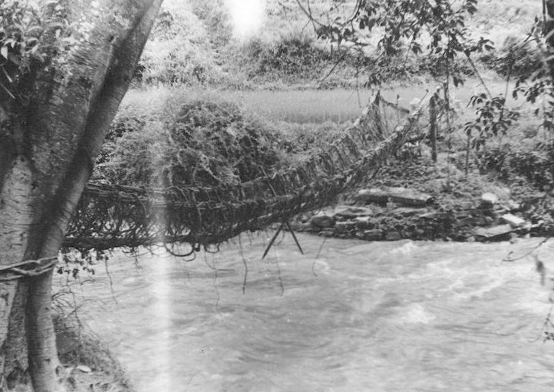 Pont sur le déversoir naturel du lac de Tali