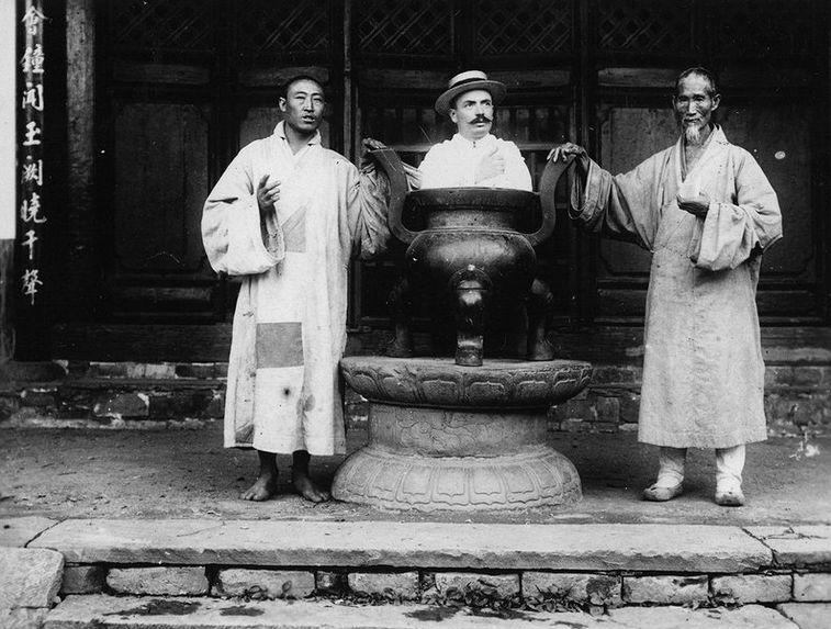 Prêtres taoistes et Européen