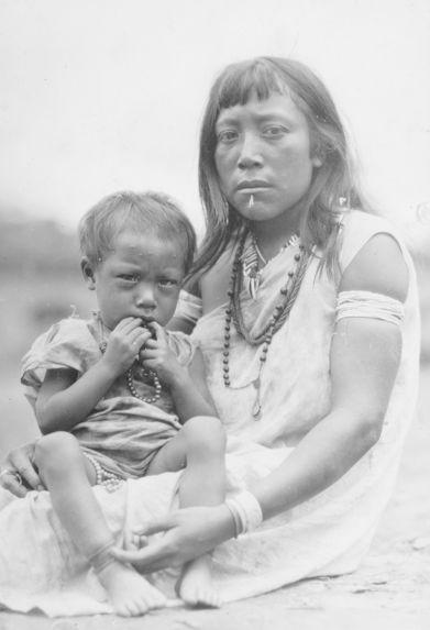 Femme Taurepan avec son enfant