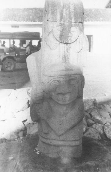 Statue d'un guerrier, actuellement sur la place