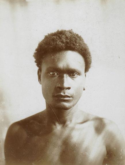 Mélanésien typique d'à peu près 30 ans
