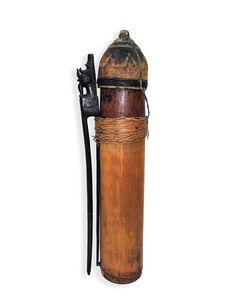 Carquois avec bouchon et pièce de maintien à la ceinture