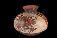Vase décoré de démons