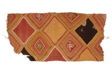 Fragments de tissu à décor géométrique