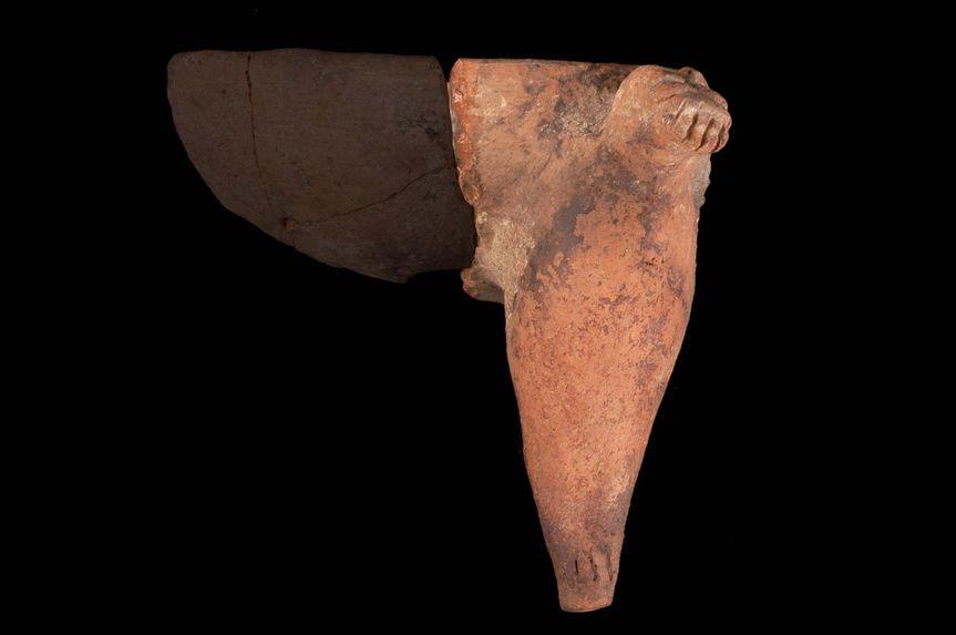 Vase tripode (fragment)
