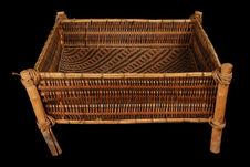 Corbeille en vannerie, avec décor géométrique