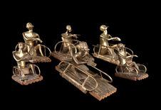 Six figurines de condamnés