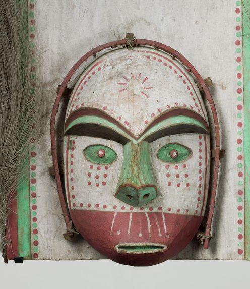Masque sur planchette