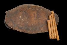 Flûte de Pan et carapace de tortue frottée