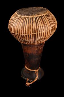 Tambour en calice sur poterie