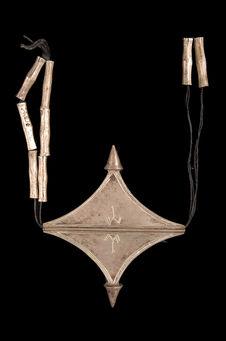 Collier avec pendentif en forme de croix