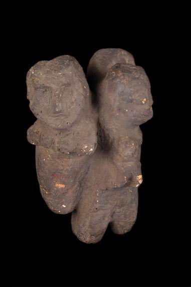 Sculpture anthropomorphe (trois personnages)