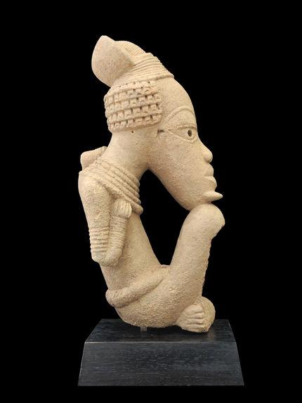 Sculpture masculine assise