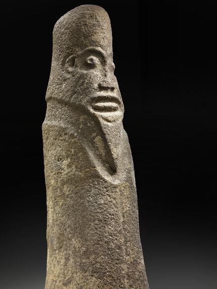 Monolithe sculpté