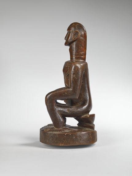 Statuette masculine assise