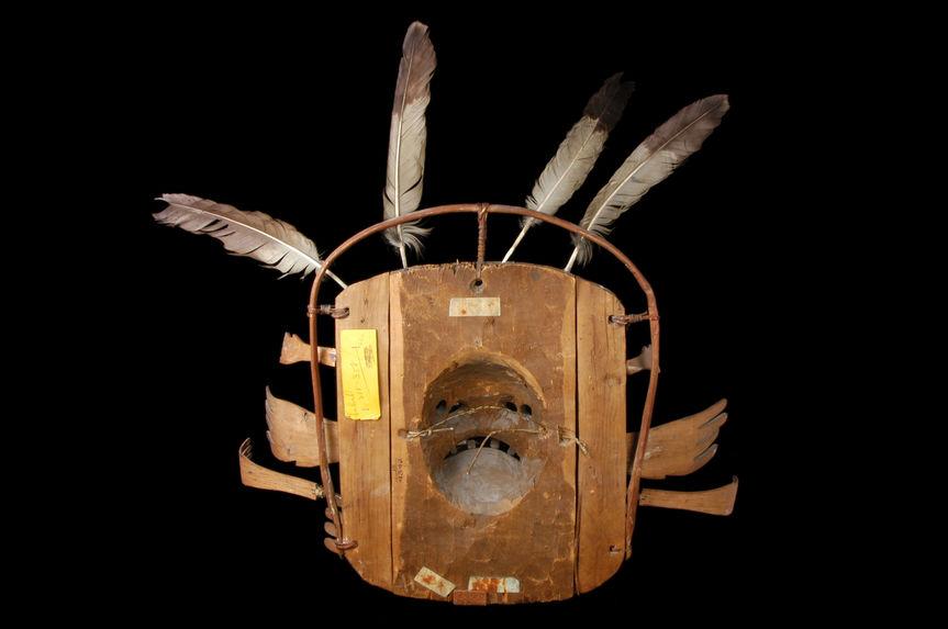Masque cérémoniel kegginaquq dit « l'esprit de la lune »