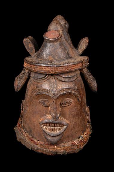Masque heaume féminin