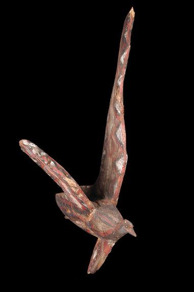 Partie de monument de grade : sculpture zoomorphe (oiseau)