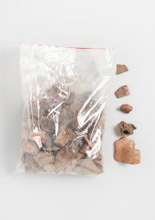 Tessons et pierres