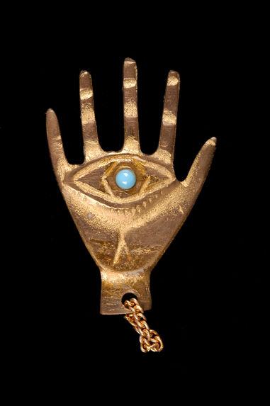 Amulette en forme de main