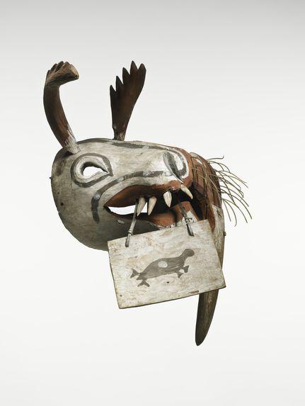 """Masque cérémoniel """"kegginaquq"""": morse et caribou"""