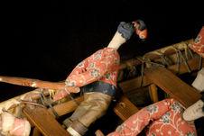 Modèle réduit d'umiak : figurine de femme