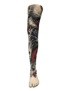 Volume tatoué de style japonisant sur une jambe de femme
