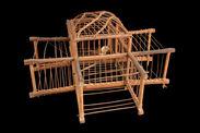Cage-piège et oiseau-cigar empaillé