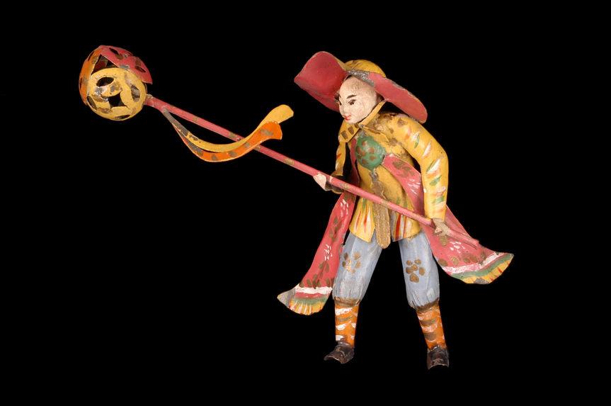 Jouet représentant un personnage défilant lors de la danse de la licorne