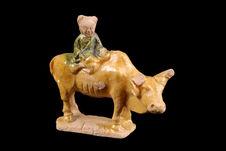 Figurine représentant un enfant sur un buffle