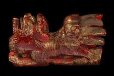 Ornement de lit : chien sculpté