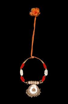 Parure de femme : collier porte-amulette