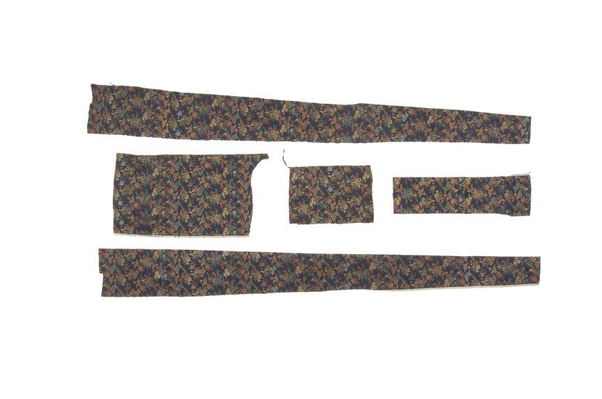 Cinq morceaux de tissu