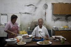 Chifa cook Germán Kcomt Koo in his restaurant