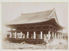 Un palais avec salle de réception au 1er étage