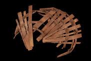 Matériel pour l'impression à la planche : Claie circulaire en bambou, posée au...