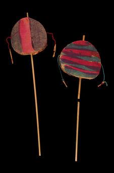 Deux petits tambours à boules fouettantes