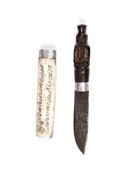 Couteau rituel représentant l'ermite détenteur des pouvoirs magiques