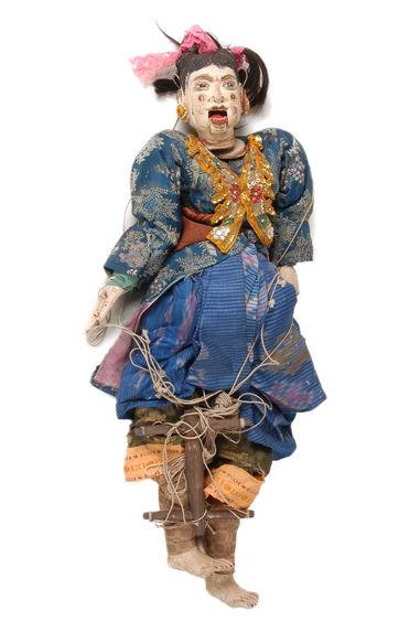 Marionnette figurant une femme