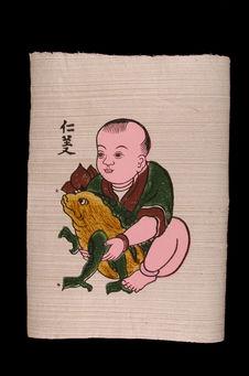 Image populaire : garçon tenant un crapaud à trois pattes
