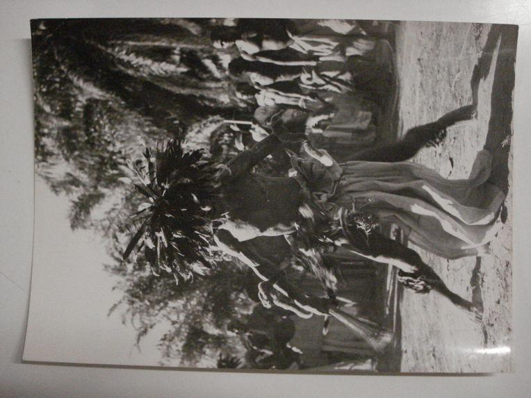 A Lastourville, chez les Noirs Badouma, le danseur est agité de tremblements extrèmement vifs qui font saillir tous les muscles de son corps