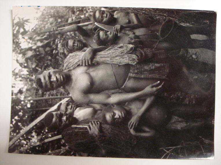 Un groupe de Pygmées Balenzélé prêt à partir pour la chasse