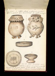 Deux urnes à sifflet et vases