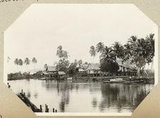 Maisons le long de la rivière à Cotabato