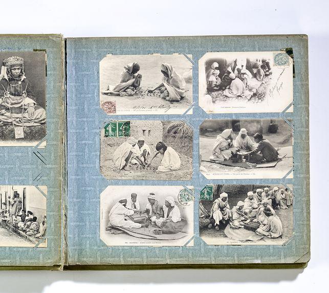Sahariens jouant aux Dames avec des crottes Chameau