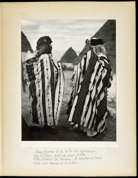 Deux femmes de la tribu Zemmour. Elles portent la handira