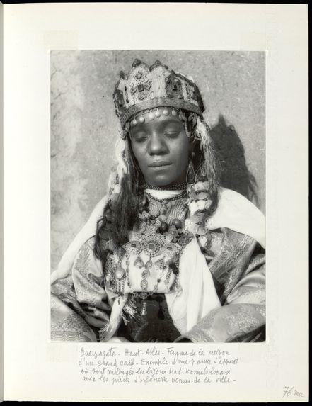 Ouarzazate. Haut-Atlas. Femme de la maison d'un grand caïd