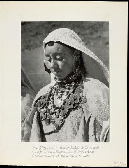 Anti-Atlas-centre. Femme berbère des Ia ou Zekri