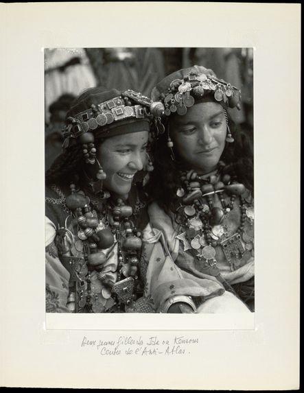 Deux jeunes filles des Ida ou Kensous. Centre de l'Anti-Atlas